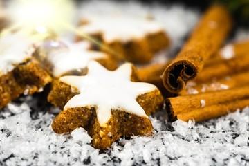 Zimtsterne Zimtstangen Weihnachten im Schnee Dekoration