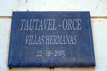Plaque de jumelage. Tautavel - Orce. Villas Hermanas. 20-10-2005. Orce, Espagne. Octobre 2019.