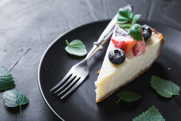 Cheesecake with Fresh Berries and Mint