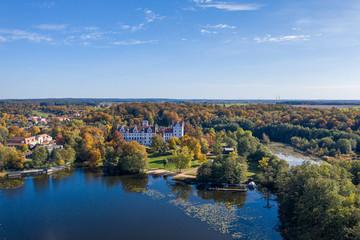 Aussicht auf Schloss Boitzenburg in der Uckermark im Herbst