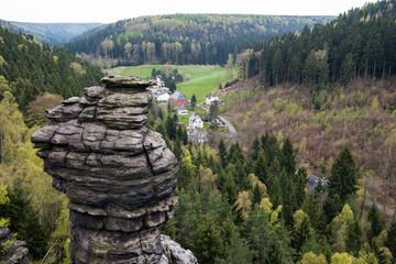 Beliebtes klettergebiet - Aussicht über die Herkulessäulen im Bielatal Richtung Otto Mühle, Sächsische Schweiz