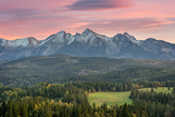 Foto auf Leinwand Rosa hell Mountain landscape, panorama of the Tatra Mountains