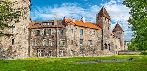 Old towers and wall. Tallinn, Estonia Fototapete