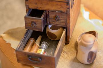 木製の小物入れと雑貨