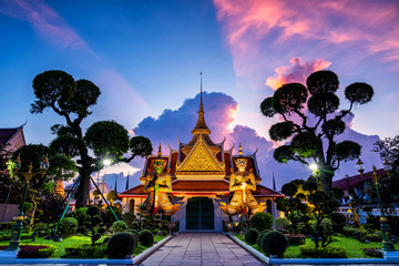 Fotobehang Bangkok Wat Arun Temple at sunset in bangkok Thailand. Wat Arun is a Buddhist temple in Bangkok Yai district of Bangkok, Thailand, Wat Arun is among the best known of Thailand's landmarks