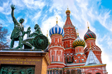 Foto op Aluminium Moskou Saint Basil's Cathedral and monument to Minin and Pozharsky on Red Square in winter in Moscow, Russia