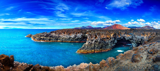Photo sur Aluminium Iles Canaries Beaches, cliffs and islands of Spain.Scenic landscape Los Hervideros lava's caves in Lanzarote island,landmark in Canary islands