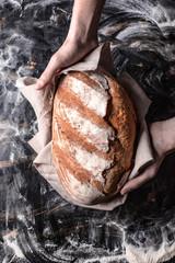 Photo sur Aluminium Boulangerie Wypiekanie chleba przez piekarza