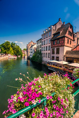 Foto op Plexiglas Zalm Old city center of Strasbourg town with colorful houses, Strasbourg, Alsace, France, Europe