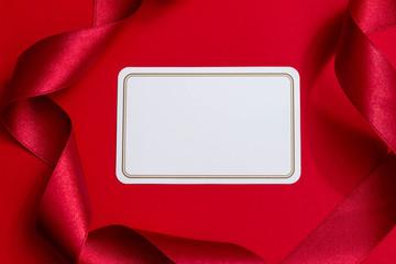 赤いリボンとカードのプレゼントのイメージ