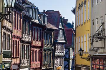 Marburg Altstadt in Hessen Wettergasse Giebel entzerrt sonnig