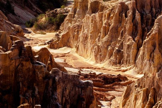 canyon, grands lavaka Ankarokaroka, Parc National Ankarafantsika, Madagascar