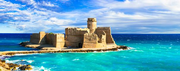Photo sur Aluminium Europe Méditérranéenne beautiful medieval castles of Italy - Le Castella. Isola di Capo Rizzuto in Calabria