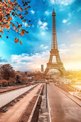 Poster Eiffeltoren View of Eiffel Tower at sunrise from Jardins du Trocadero in Paris, France. Eiffel Tower is one of the most iconic landmarks of Paris.