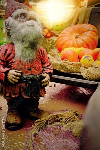 Décoration d\'Halloween avec des nains de jardin\