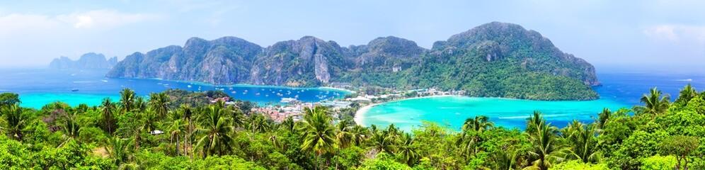 Fototapeta Panoramic view of beautiful tropical Phi Phi island. obraz