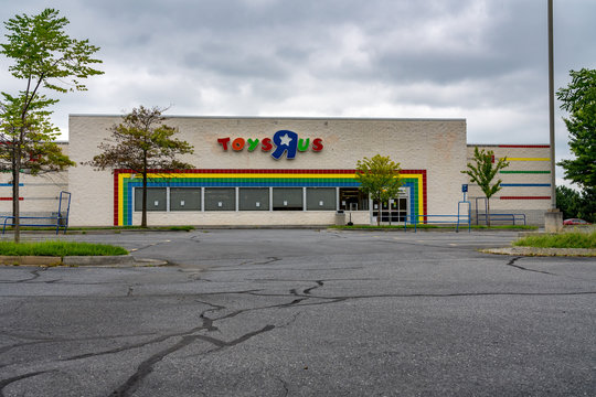 Closed ToysRus store in Winchester VA
