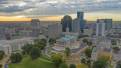 Fotomurales - Sunrise Over Aerial View Nashville Downtown Capital Building in Tennessee
