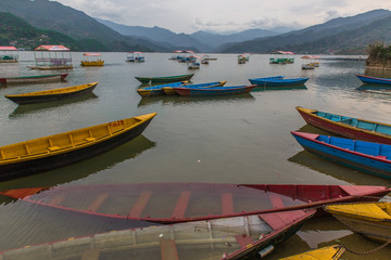 Photo sur Aluminium Népal colorful boats in Fewa lake after the storm in Pokhara, Nepal