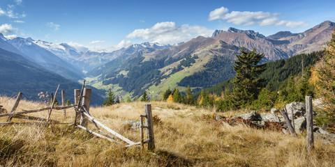 Fototapete - Herbstpanorama Blick ins Tuxertal in Tirol
