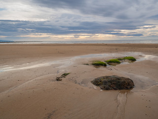 Kamienie na brzegu Morza północnego w Brora