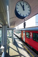 04.04.2019, ÖBB Personenzug am Bahnhof Linz, Österreich
