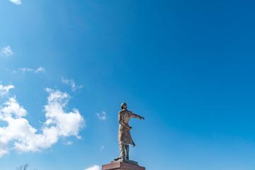 2019年1月 北海道札幌市 羊ヶ丘展望台 / 青空の下のクラーク博士像 / 札幌市の有名な観光スポット