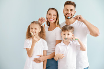 Fotomurales - Portrait of family brushing teeth on light background