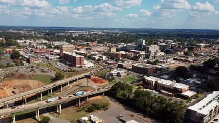 Fotomurales - Aerial View over Tuscaloosa in western Alabama Traffic Fast Motion