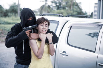 bandit for crime.The woman was robbed while opening the car door.
