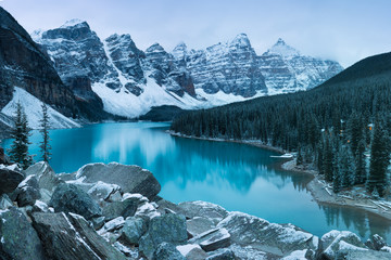 Poster Mountains First snow Morning at Moraine Lake in Banff National Park Alberta Canada Snow-covered winter mountain lake in a winter atmosphere. Beautiful background photo