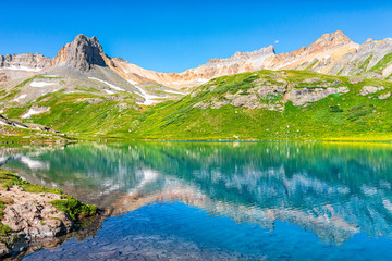 Landscape view of turquoise vibrant Ice lake near Silverton, Colorado on summit rocky mountain peak and snow in August 2019 summer Fototapete