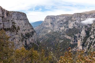 Blick in die Vikos Schlucht im griechischen Pindos-Gebirge