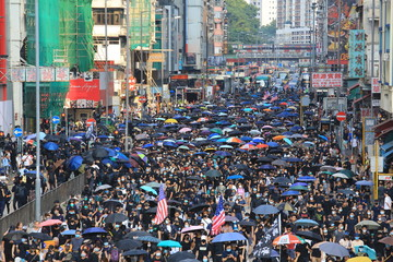 the protesters march in the kowloon area  in hong kong in october 20 2019 Fotomurales