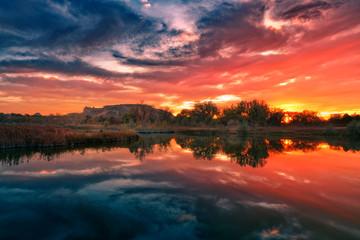 Türaufkleber Koralle sunset over the lake