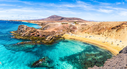 Photo sur Toile Iles Canaries Landscape with turquoise ocean water on Papagayo beach, Lanzarote, Canary Islands, Spain