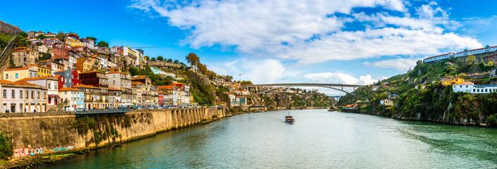Fotorollo Südeuropa Panorama of the Douro River in Porto, Portugal