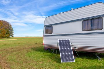 Umweltfreundlich Campen, Wohnwagen mit Photovoltaik