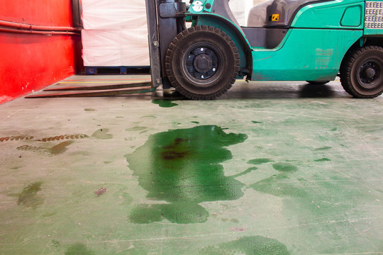 Lubricating oil stains of forklift trucks on the ground