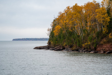 Apostle Islands National Lakeshore along Lake Superior in Wisconsin during fall color season on overcast day Fotobehang