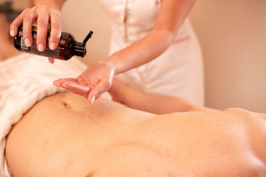 Abdominal massage treatment with bare hands