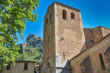 Eglise et ruisnes à saint guilhem le desert