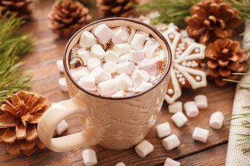 Photo sur Aluminium Chocolat A beige Cup of traditional Christmas hot chocolate or cocoa with marshmallow. Christmas gingerbread on wooden background