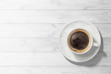 Poster de jardin Salle de cafe コーヒーのある白木のテーブル