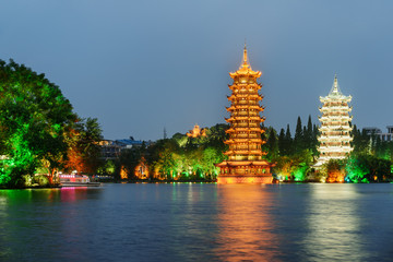 Foto op Plexiglas Guilin The Sun and Moon Twin Pagodas in Guilin at dusk