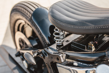 Photo sur Plexiglas Velo Leather motorcycle seat with springs - close-up