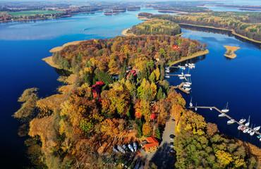 Obraz jesień na Mazurach w północno-wschodniej Polsce - fototapety do salonu