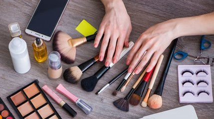 Fashion blogger with make-up accessories