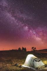 Fotorollo Aubergine lila Campement sous les étoiles, voyage, tente, voie lactée