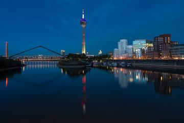 Düsseldorf Medienhafen am Abend